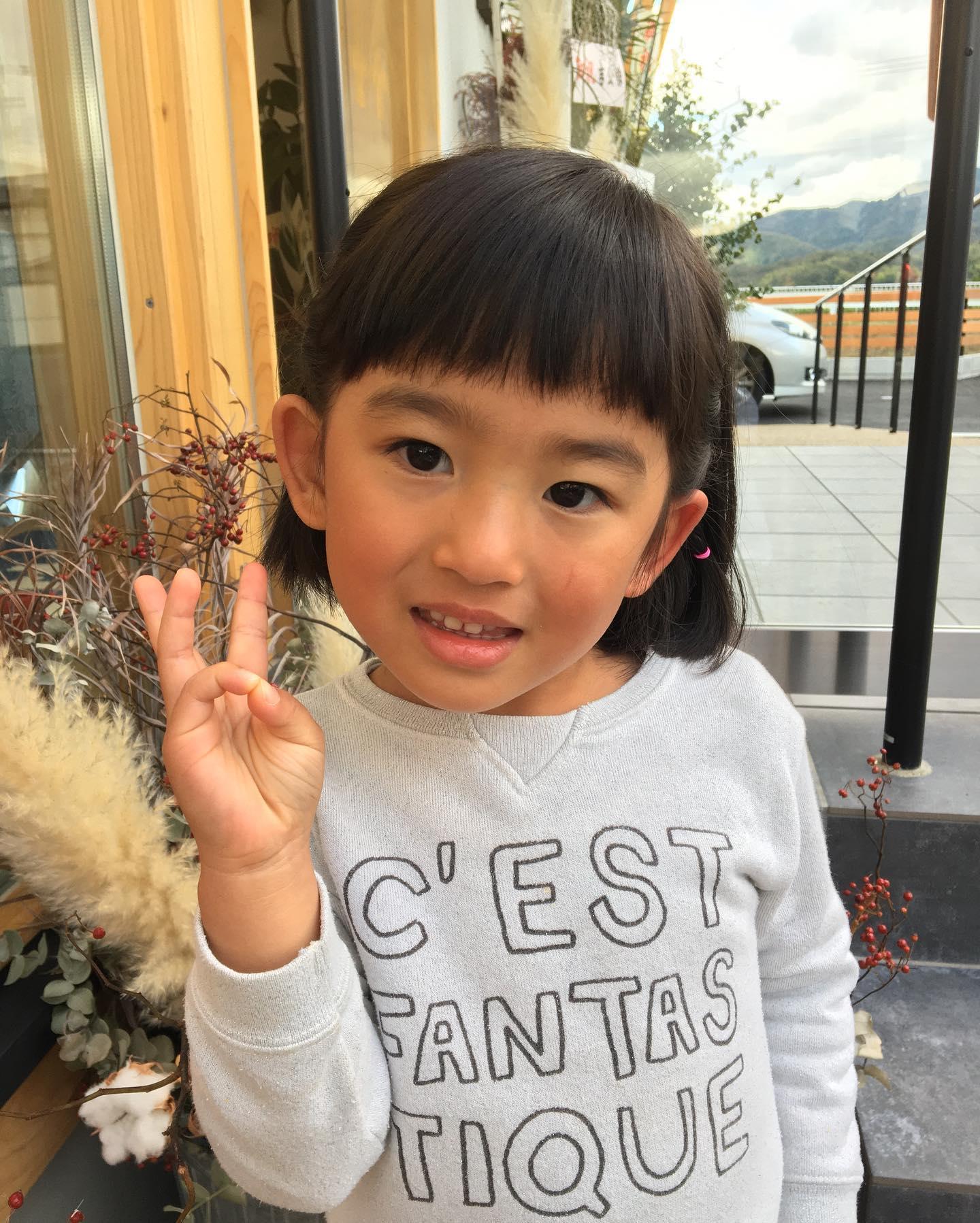 バッサリ︎可愛いボブに️..ピースじゃなくて、3歳️.. #バッサリ#ボブ#ちびまるこちゃん #可愛い#..〠627-0004京丹後市峰山町荒山1220-1︎0772608704close:Wednesday