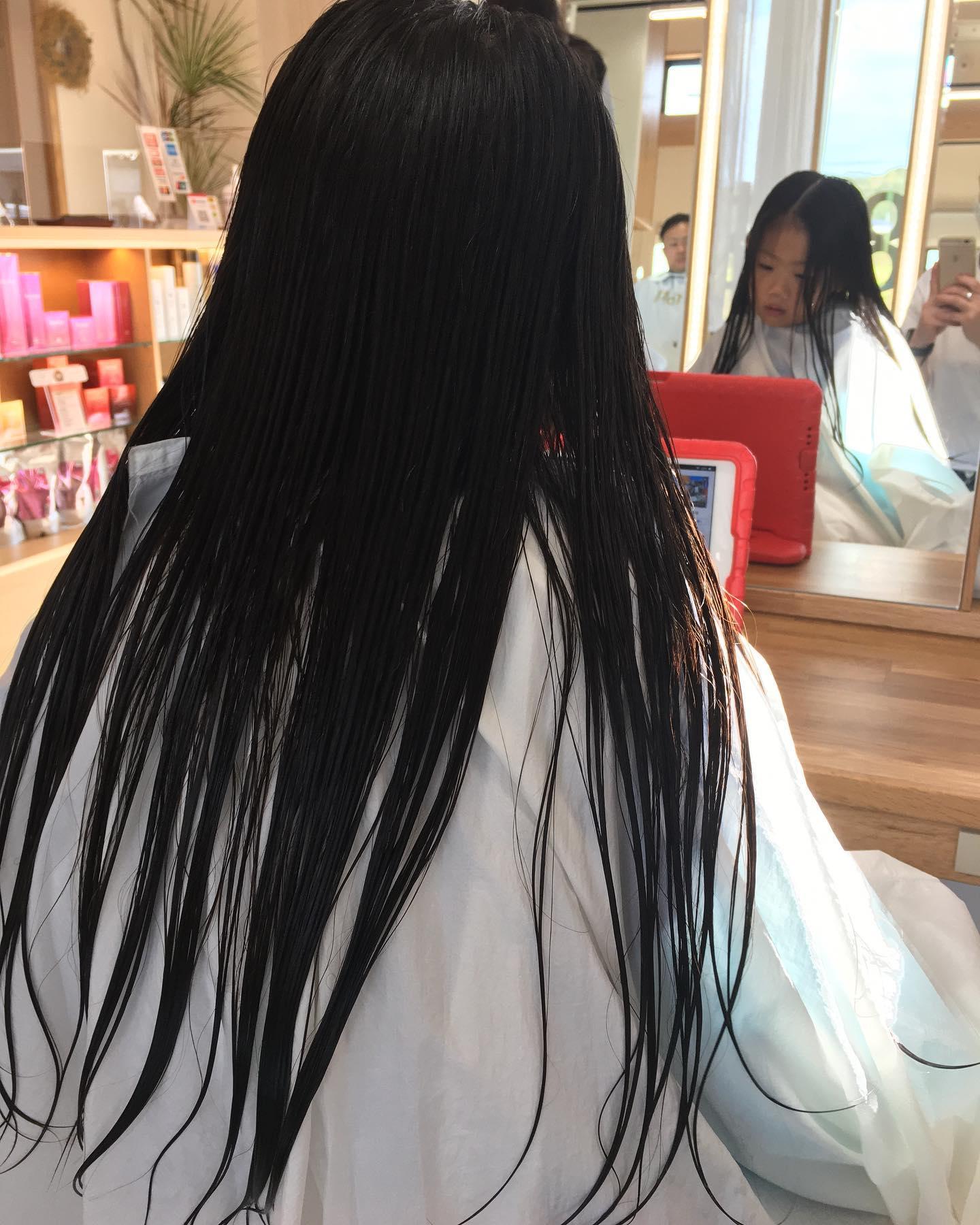 平日  10:00〜20:00lastcut 18:30 other 18:00土日祝  9:00〜19:00lastcut 18:00 other 17:00close  wednesdayhttp://www.totti-hd.comフロントバッサリ作りました長いのも可愛いけど短くしたらより可愛い次はヘアドネーションかしら?#totti #hair #color #perm #cut #hairstyle #haircolor #hairarrange #stylist #care #carelist #aujua #イルミナカラー #headspa #treatment #美容院#着付け
