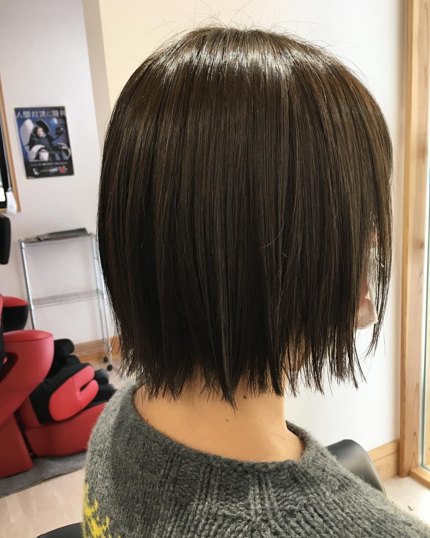 やっぱりぱつっと切りっぱなしで...ツヤツヤカラーで気分あがるっ♪♪今年1年もお世話になりましたまた来年度もTottiをお贔屓に#totti #hair #color #perm #cut #hairstyle #haircolor #hairarrange #stylist #care #carelist #aujua #イルミナカラー #headspa #treatment #美容院#着付け