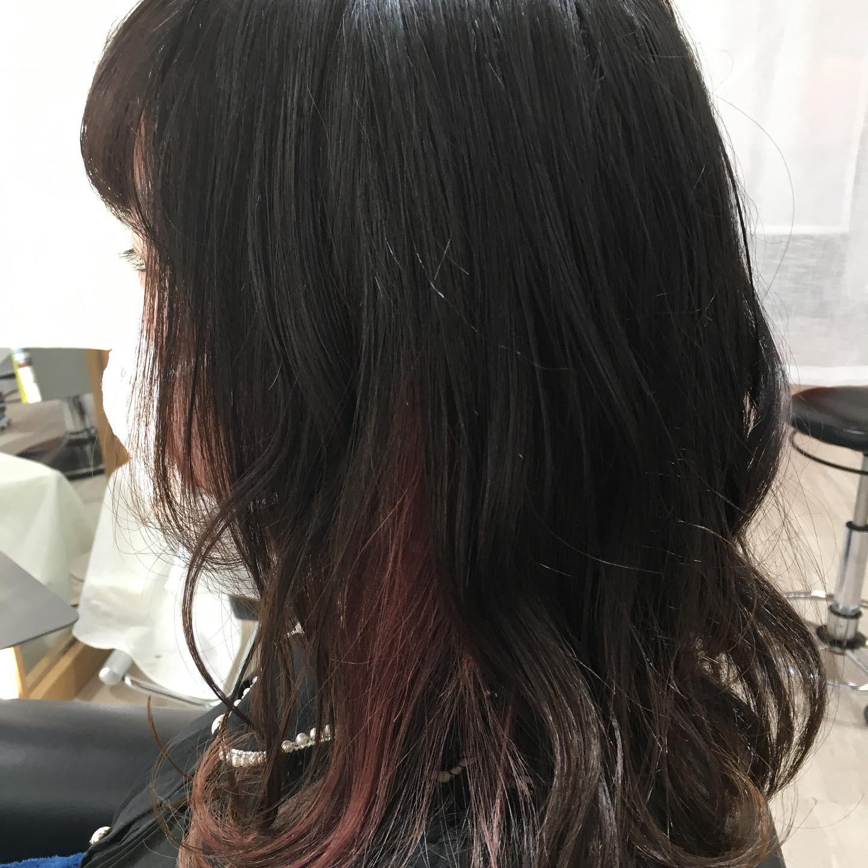 Totti Totti hair design平日  10:00〜20:00lastcut 18:30 other 18:00土日祝  9:00〜19:00lastcut 18:00 other 17:00close  wednesdayhttp://www.totti-hd.comチラリとひっそりイヤリングカラー隠したい時はしっかり隠して😎いろんなカラーが楽しめます#totti#perm #cut #hairstyle #haircolor #hairarrange #stylist #care #carelist #aujua #イルミナカラー #headspa #treatment #美容院#着付け