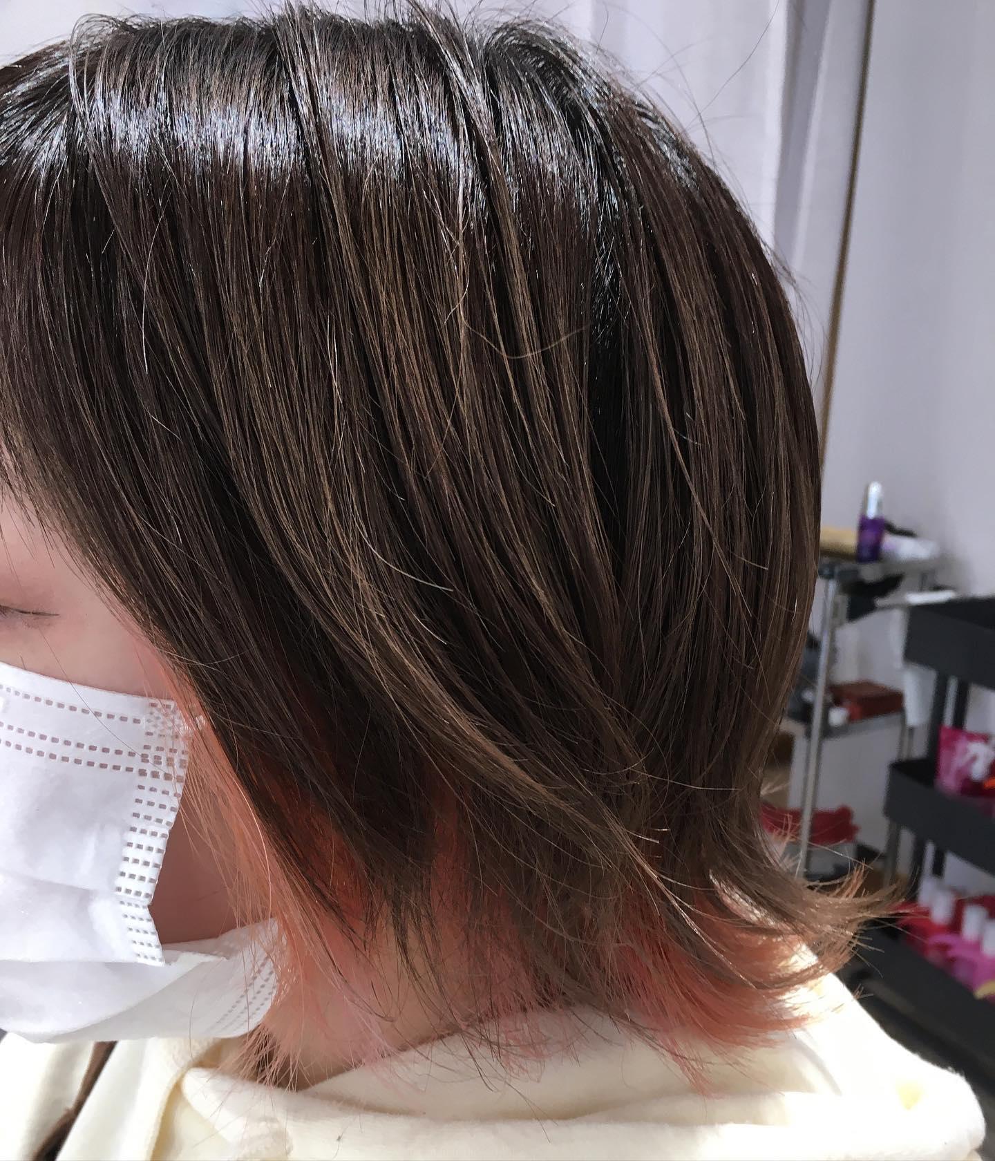 Totti Totti hair design平日  10:00〜20:00lastcut 18:30 other 18:00土日祝  9:00〜19:00lastcut 18:00 other 17:00close  wednesdayインナーのレッドがオレンジに変化まだまだ可愛いカラー落ちても楽しめるカラーご提案します#totti#perm #cut #hairstyle #haircolor #hairarrange #stylist #care #carelist #aujua #イルミナカラー #headspa #treatment #美容院#着付け
