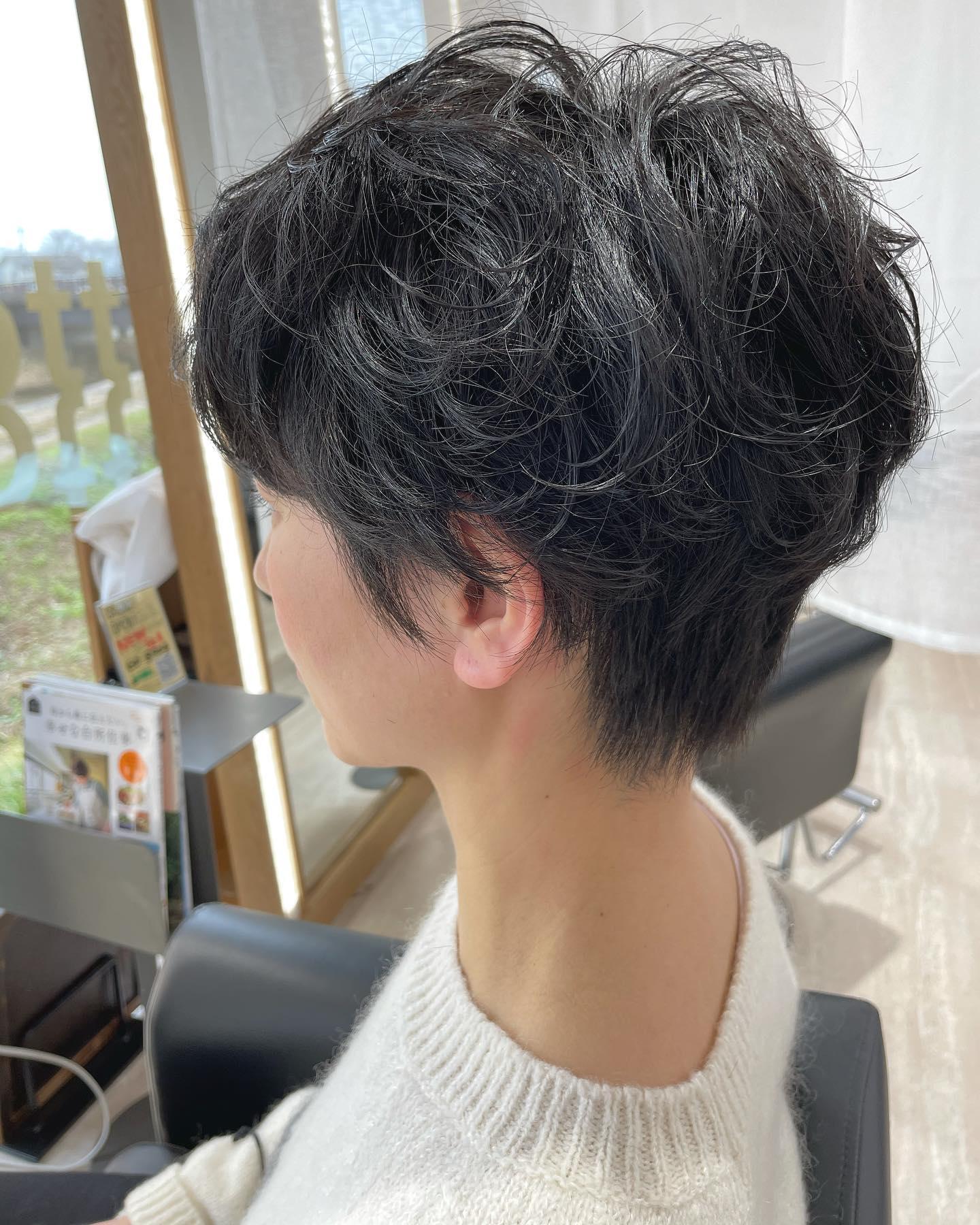 ショートパーマ♀️..#ショートヘア #パーマ#黒髪#綺麗..〠627-0004京丹後市峰山町荒山1220-1︎0772608704close:Wednesday