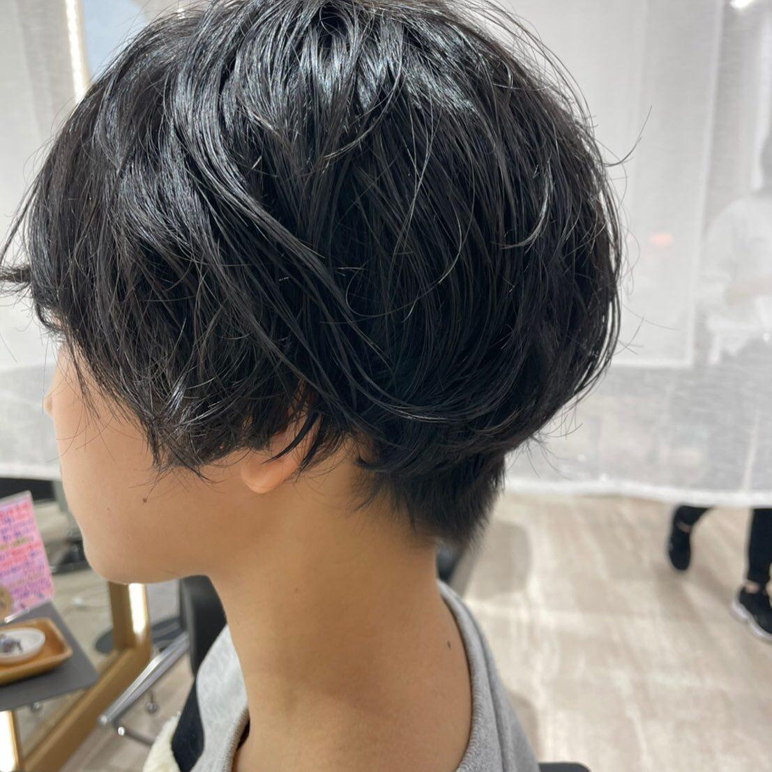 平日  10:00〜20:00lastcut 18:30 other 18:00土日祝  9:00〜19:00lastcut 18:00 other 17:00close  wednesdayhttp://www.totti-hd.com初パーマでゆるウェーブ🤩#totti#perm #cut #hairstyle #haircolor #hairarrange #stylist #care #carelist #aujua #イルミナカラー #headspa #treatment #美容院#着付け