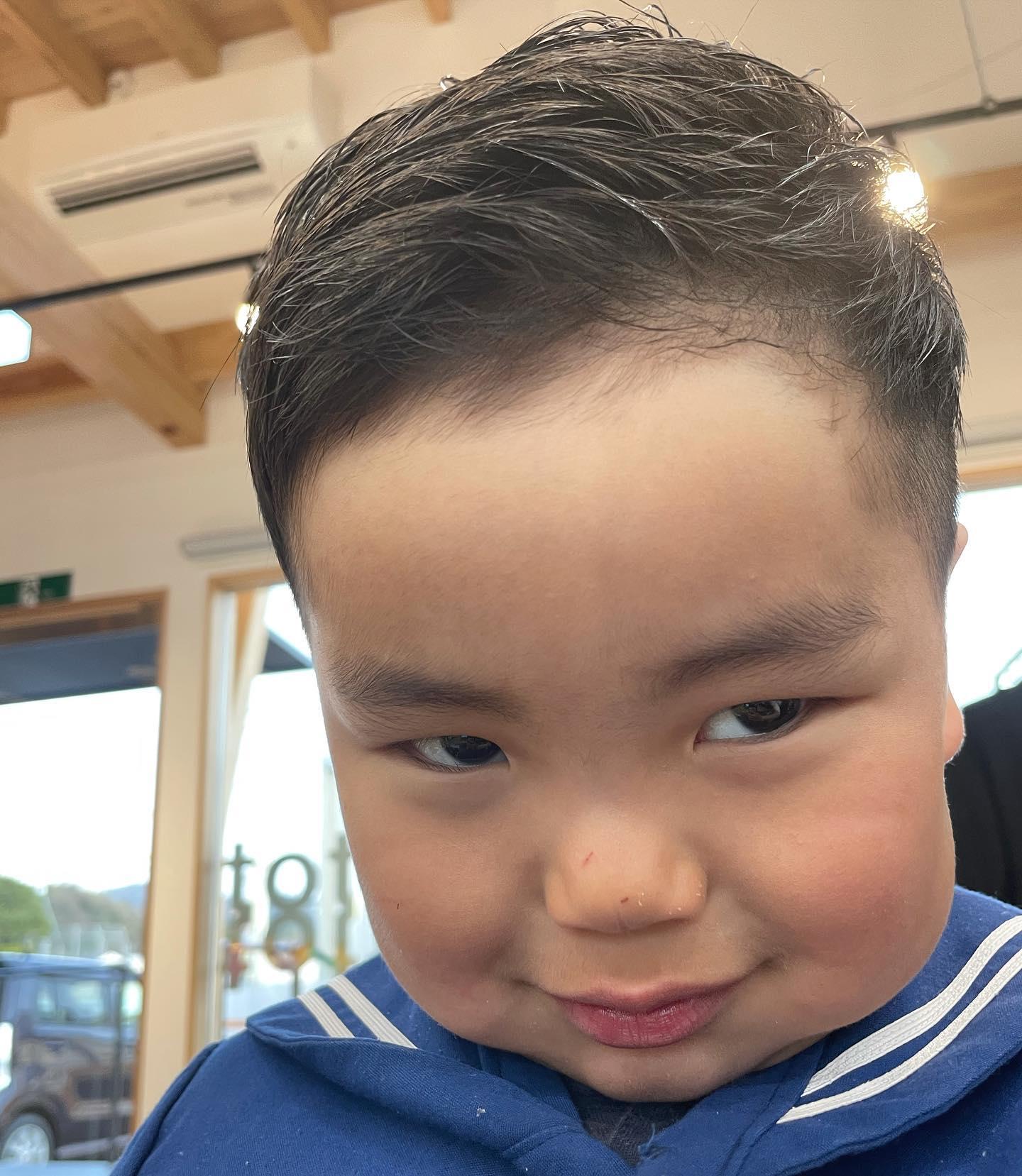 にらめっこ〜..#可愛い#男の子#メンズカット#おでこちゃん#かっこいい #たまらん#サボさん#..〠627-0004京丹後市峰山町荒山1220-1︎0772608704close:Wednesday
