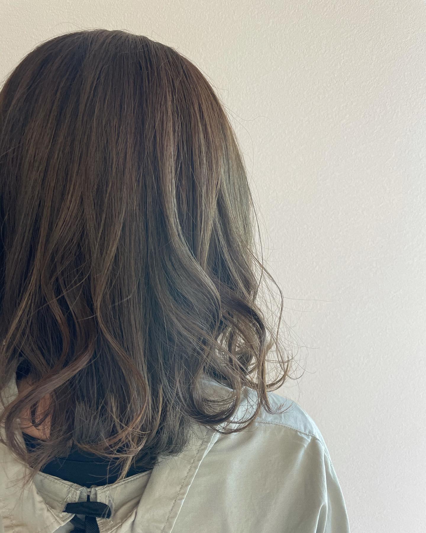 いつものスターダストにプラスでフォレストを加えて綺麗な色でも飽きる時もある️そんな時はちょい混ぜも😎ご相談ください️#totti #hair #color #perm #cut #hairstyle #haircolor #hairarrange #stylist #care #carelist #aujua #イルミナカラー #headspa #treatment #美容院