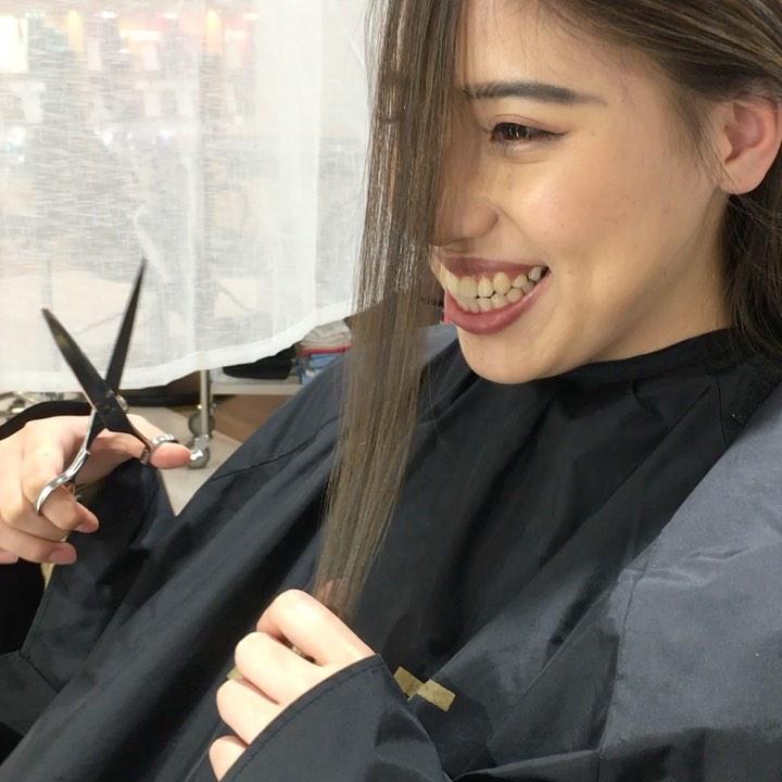 平日  10:00〜20:00lastcut 18:30 other 18:00土日祝  9:00〜19:00lastcut 18:00 other 17:00close  wednesdayhttp://www.totti-hd.comフロントバッサリ🤩なんの躊躇もなくかっこよくバサッとと 笑私の方がしどろもどろめちゃくちゃ雰囲気変わりました可愛い️#totti#perm #cut #hairstyle #haircolor #hairarrange #stylist #care #carelist #aujua #イルミナカラー #headspa #treatment #美容院#着付け