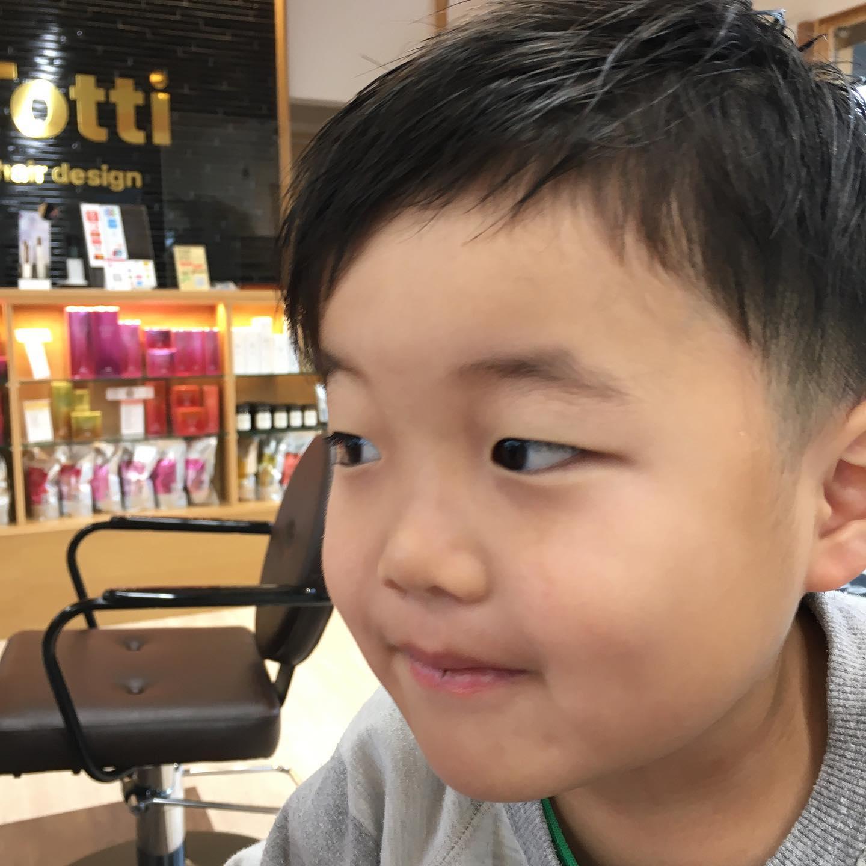 平日  10:00〜20:00lastcut 18:30 other 18:00土日祝  9:00〜19:00lastcut 18:00 other 17:00close  wednesdayhttp://www.totti-hd.com七五三が終わってスッキリと前回の長めとは違って男らしさが増しました😎どちらもよくお似合いで#totti#perm #cut #hairstyle #haircolor #hairarrange #stylist #care #carelist #aujua #イルミナカラー #headspa #treatment #美容院#着付け