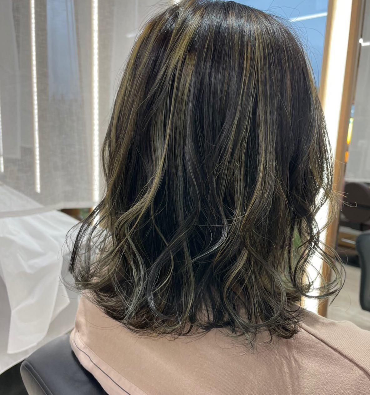 平日  10:00〜20:00lastcut 18:30 other 18:00土日祝  9:00〜19:00lastcut 18:00 other 17:00close  wednesdayhttp://www.totti-hd.com暗い中でも明るくおしゃれにハイライトカラー退色も楽しみ🤩#totti#perm #cut #hairstyle #haircolor #hairarrange #stylist #care #carelist #aujua #イルミナカラー #headspa #treatment #美容院#着付け