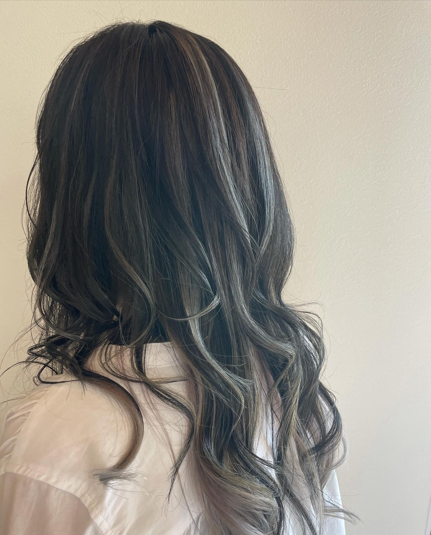 がらりとイメージチェンジ派手だけど派手じゃない😎前回のインナーカラーも生かして#totti #hair #color #perm #cut #hairstyle #haircolor #hairarrange #stylist #care #carelist #aujua #イルミナカラー #headspa #treatment #美容院