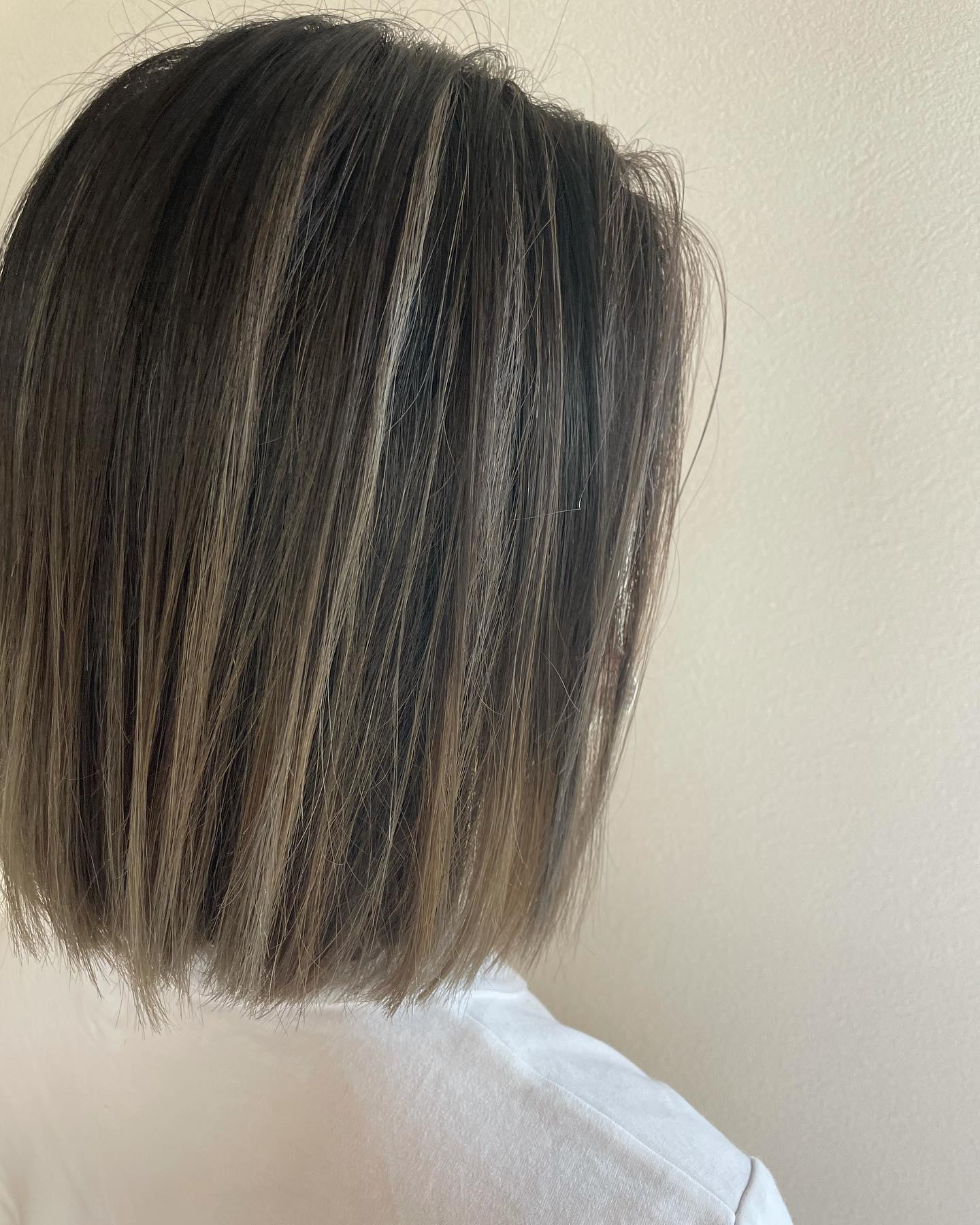 ばっさりきってバレイヤージュノンスタイリングでも可愛い巻くとより感じが変わって楽しめる️#totti #hair #color #perm #cut #hairstyle #haircolor #hairarrange #stylist #care #carelist #aujua #イルミナカラー #headspa #treatment #美容院