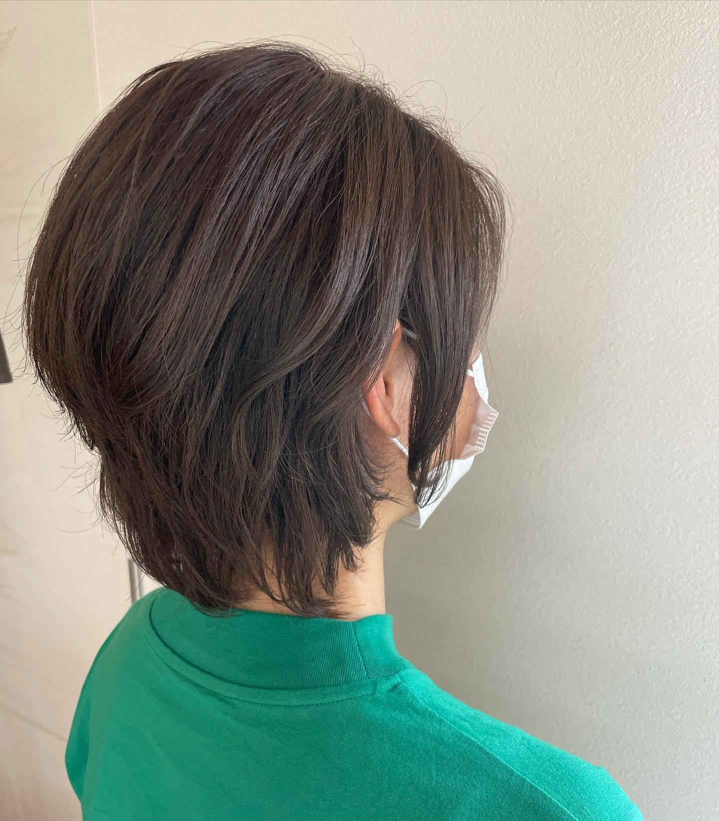 ミニウルフどんどんと短くなる今回はコテ仕上げですが普段はクセを生かしながら楽しんで欲しいです️#totti #hair #color #perm #cut #hairstyle #haircolor #hairarrange #stylist #care #carelist #aujua #イルミナカラー #headspa #treatment #美容院